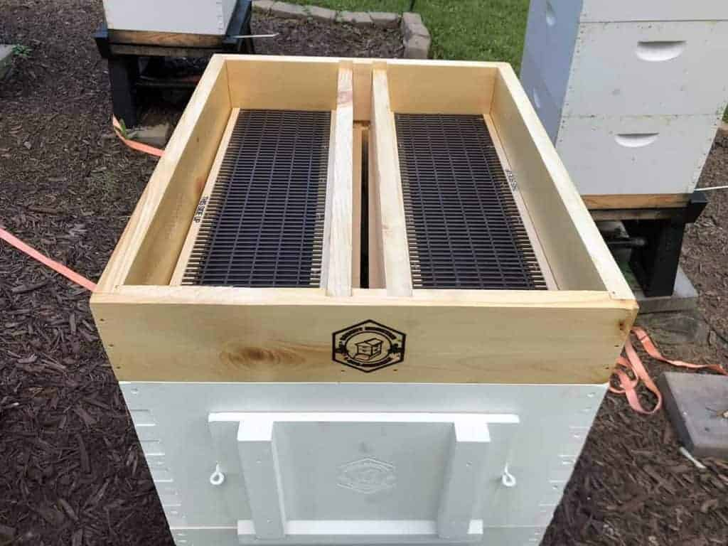 Installing the Top Hive Feeder